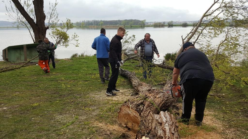 Delovna skupina na jezeru Sv. Trojica.
